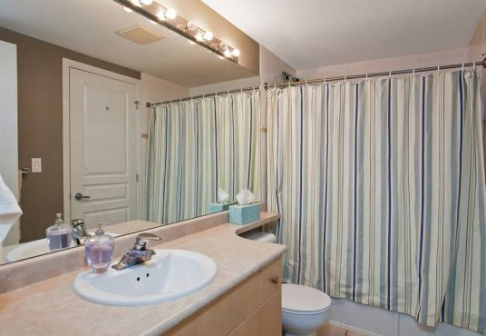 1 BR + 1 Bath Condo Rental with Den available at 2929 West 4th Avenue in Vancouver.